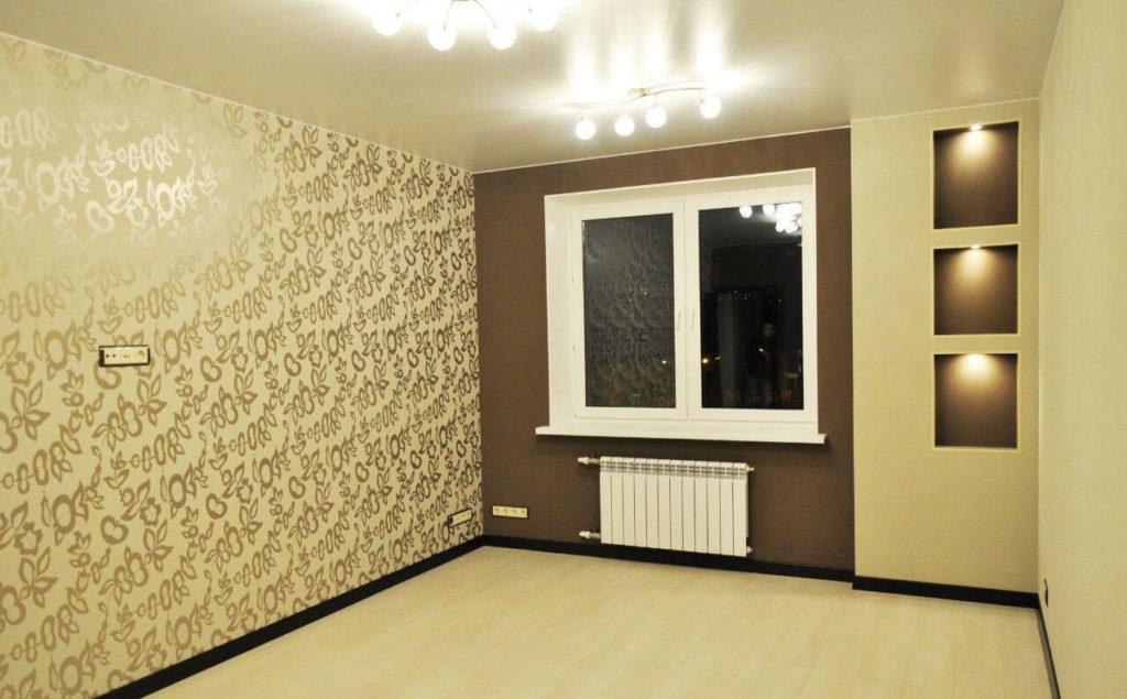 сатиновый-натяжной-потолок-в-комнате