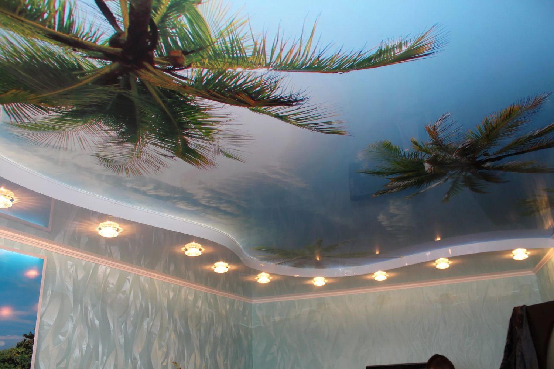 натяжные потолки с фотопечатью по центру помещения пай