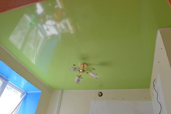 Натяжной потолок пвх глянцевый