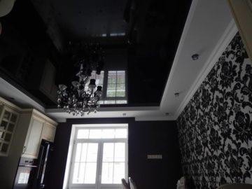 Черный глянцевый натяжной потолок