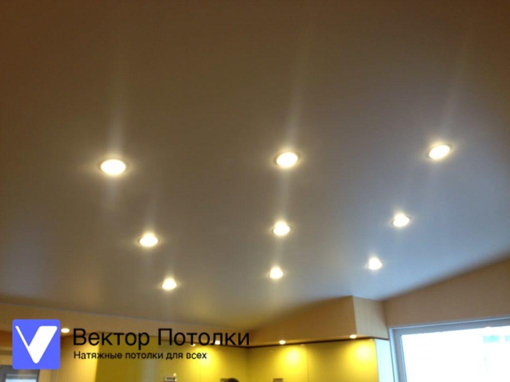 матовый натяжной потолок на кухне