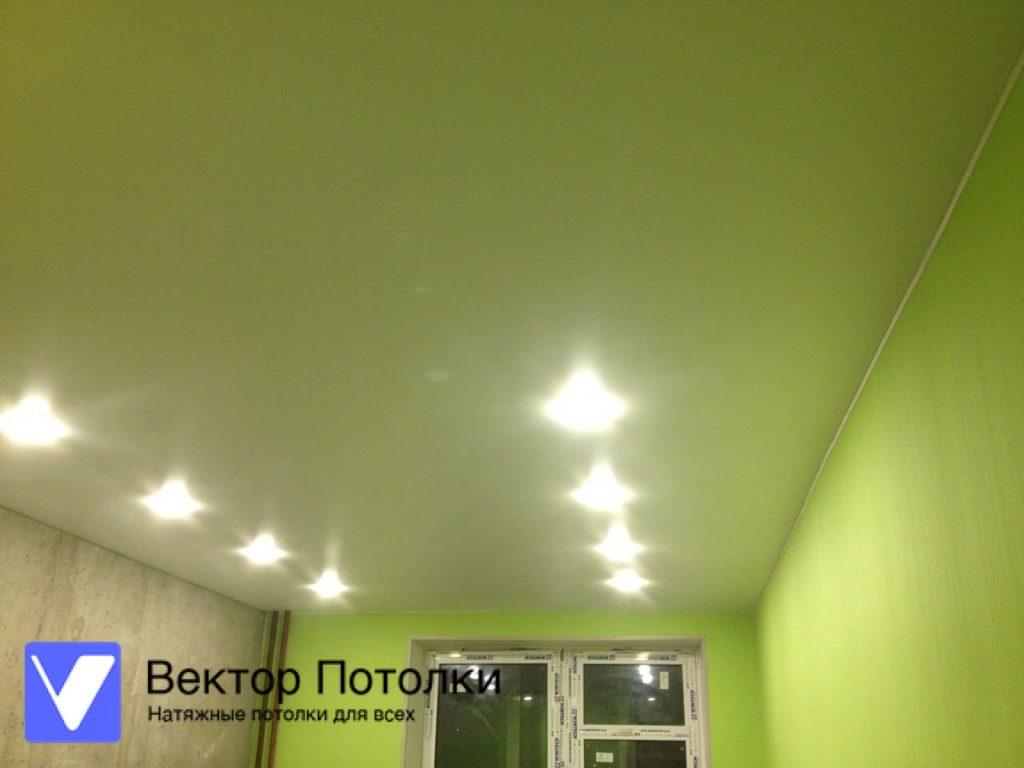 белый матовый натяжной потолок в студии