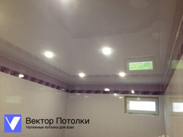 лаковый натяжной потолок в доме