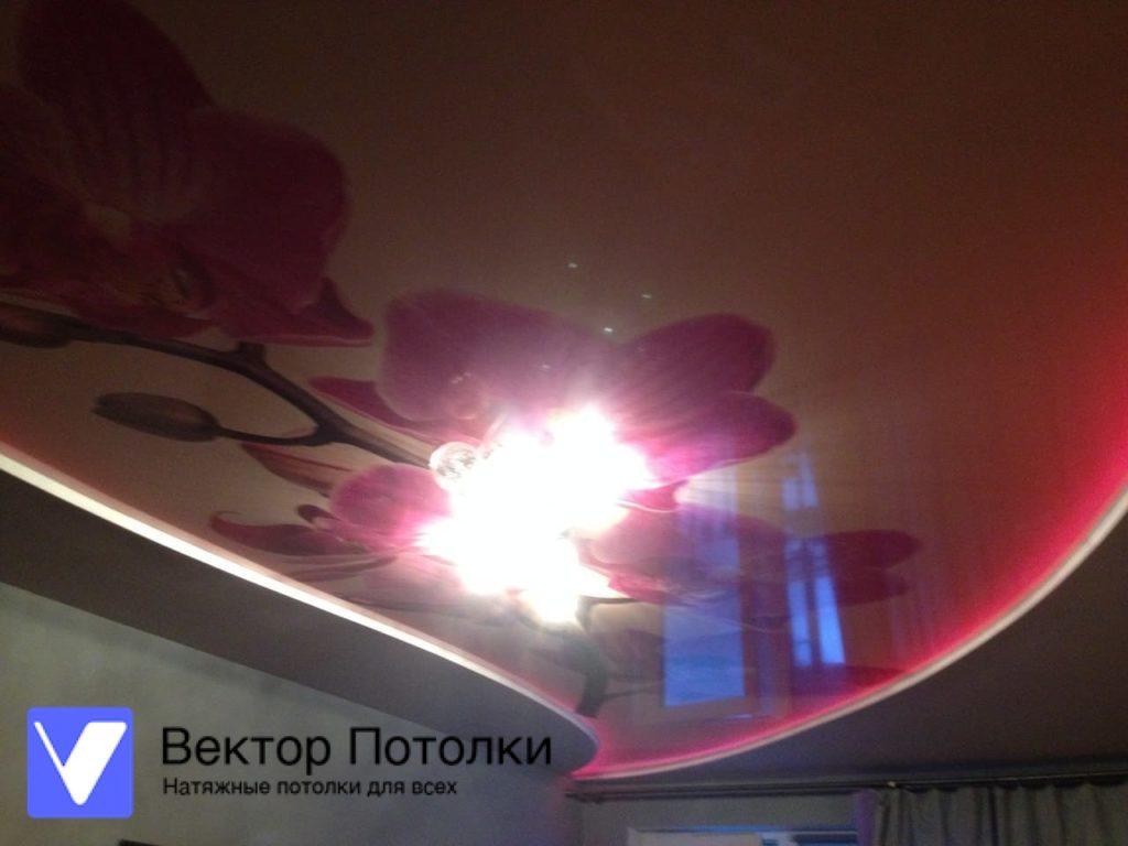 натяжной потолок с фотопечатью и подсветкой