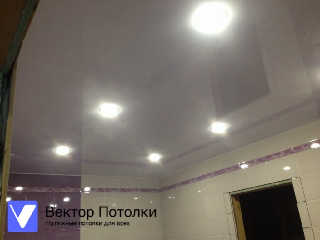 натяжной потолок белый глянцевый в доме