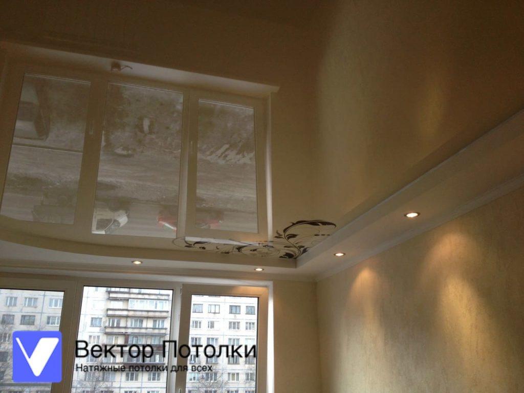 многоуровневый натяжной потолок глянцевый с фотопечатью