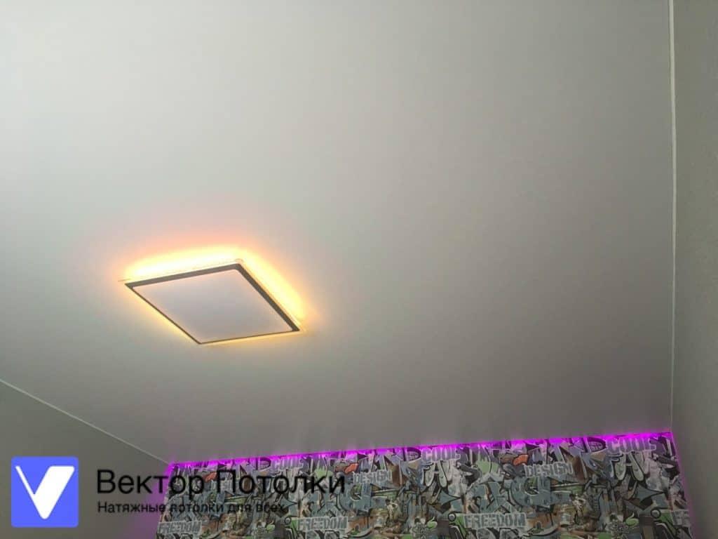парящий натяжной потолок в детской
