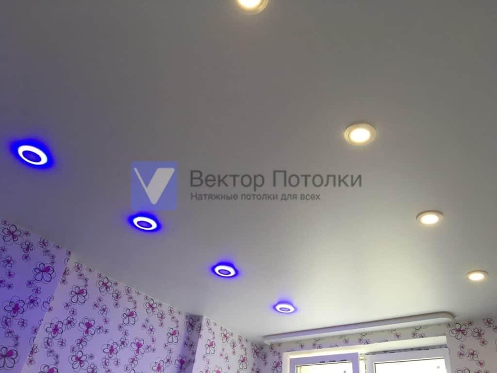 матовый потолок со светильниками в детской