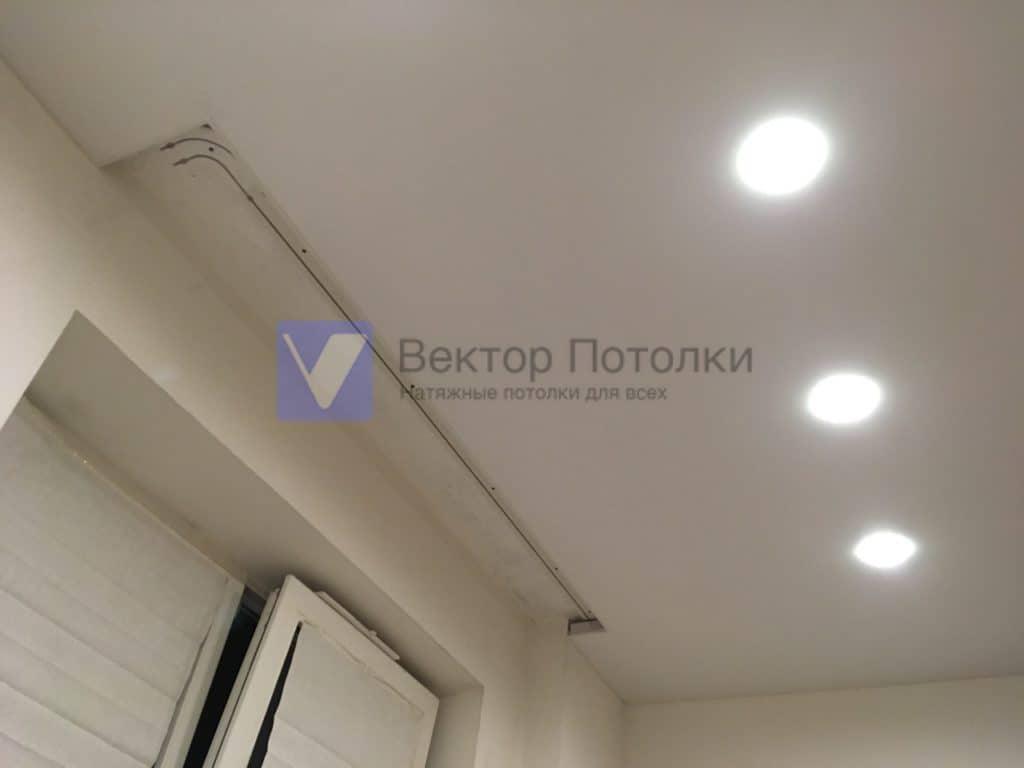 натяжной потолок со скрытой нишей под карниз