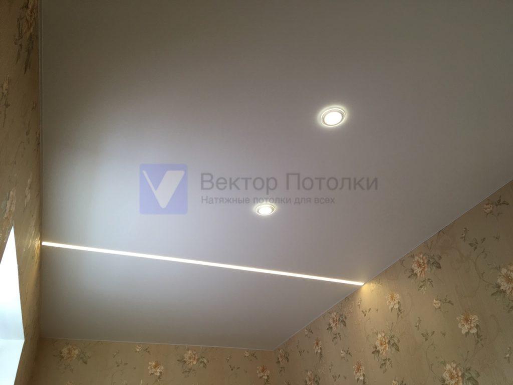 сатиновый натяжной потолок с фотопечатью и световыми линиями и светильниками