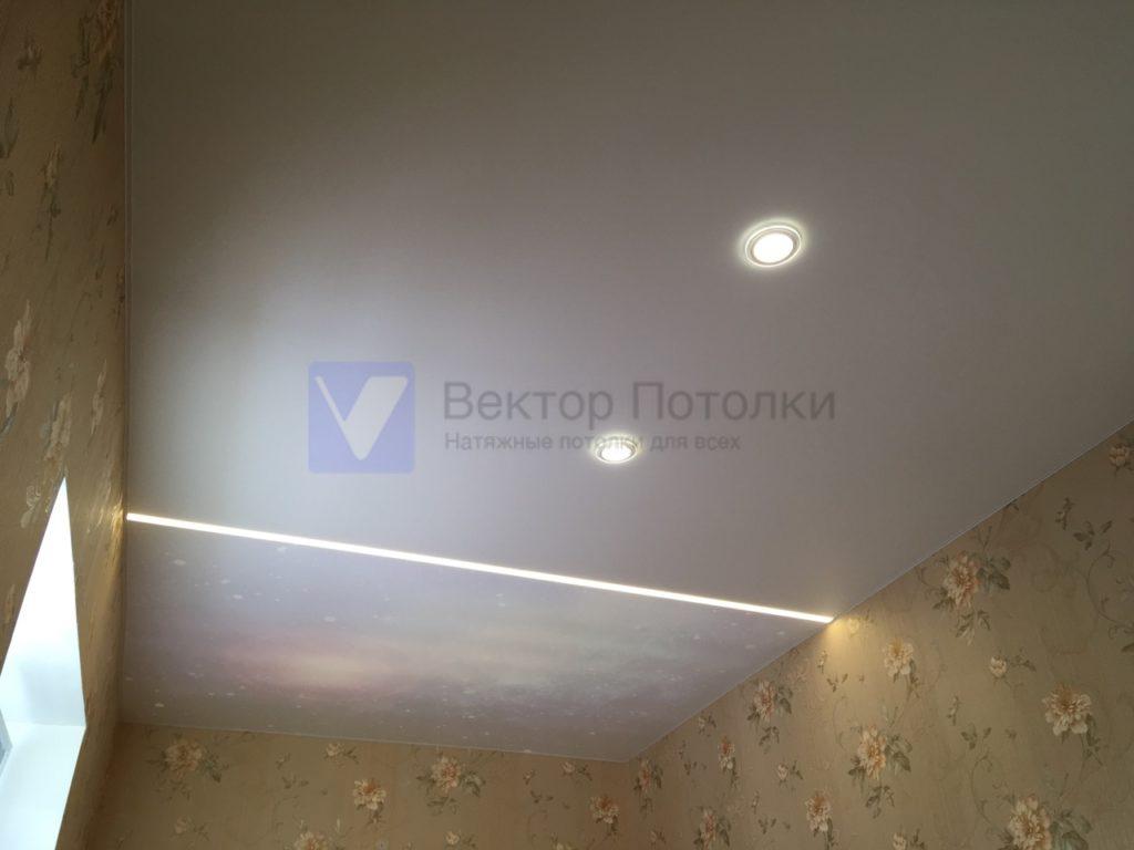 сатиновый натяжной потолок с фотопечатью и световыми линиями